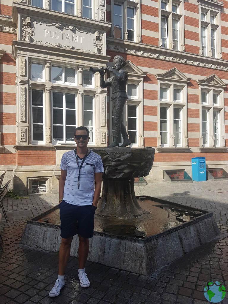 Estatua del flautista en Hamelin