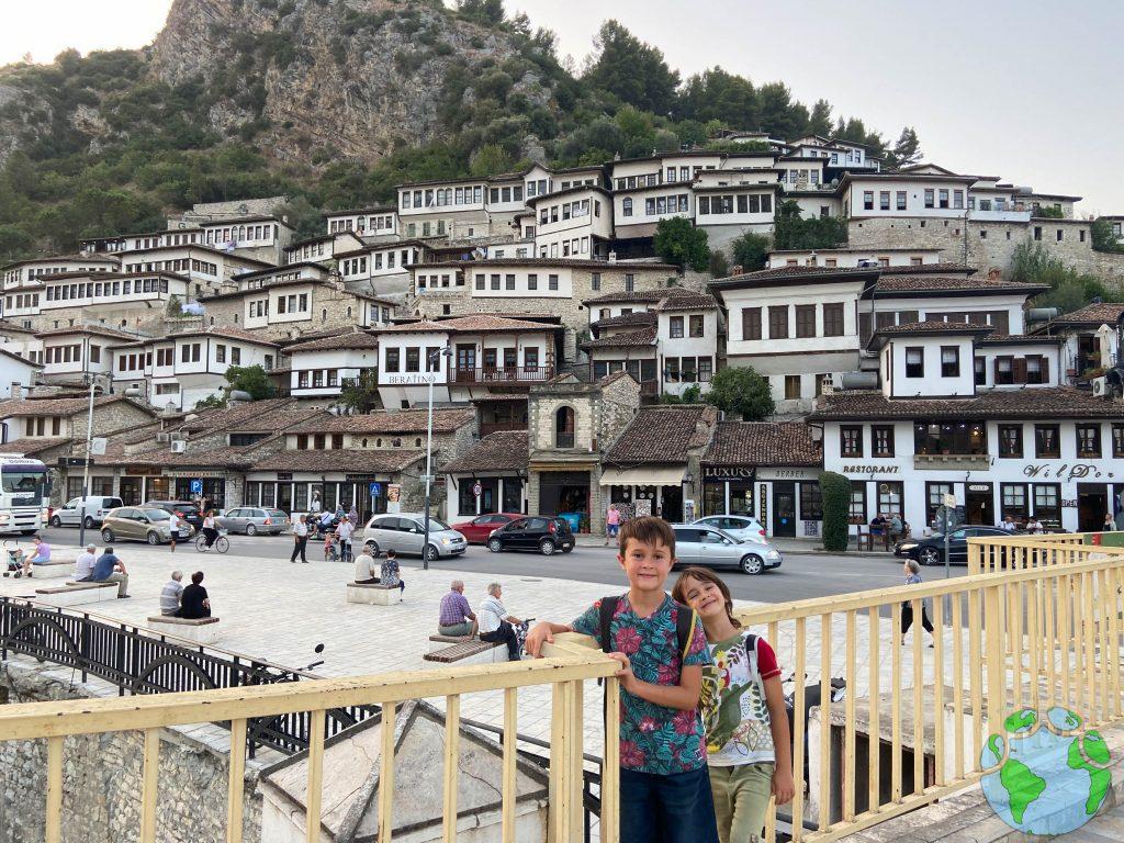 Albania por libre con niños